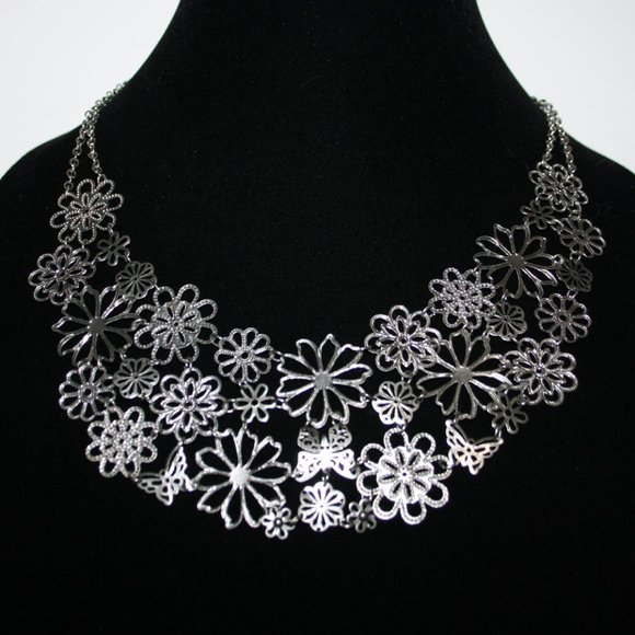 """Stunning silver butterfly and flower necklace 18"""""""